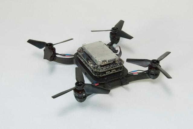 Фото - Исследователи начали обучать дронов в виртуальной реальности во избежание столкновений»