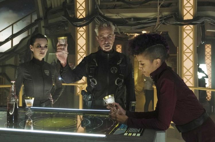Фото - Джефф Безос объявил, что Amazon продолжит съёмку сериала «Пространство»»
